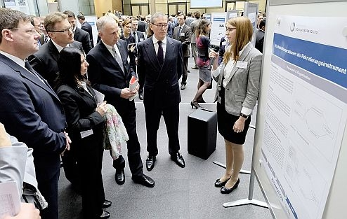 ) PhD tyro Frauke Bauhoff explaining a theme of her theme to Dr. Horst Neumann, Board Member for Human Resources, Organization and IT Prof. Dr. Jürgen Leohold, Executive Director of Volkswagen Group Research and Director of a AutoUni, Works Council member Daniela Cavallo, Dr. Josef Baumert, Member of a Board of Management of Volkswagen Commercial Vehicles obliged for Production, and Ralph Linde, Head of a Volkswagen Group Academy.