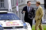 """Stephan Grühsem (left), General Representative of Volkswagen AG for Group Communications, External Relations and Investor Relations, named """"Brand Manager of a Year"""", here underneath contention with Andrej Kupetz, General Manager of a German Design Council."""