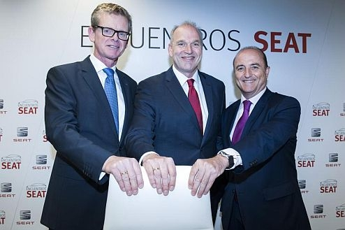 """SEAT Executive Vice-President for RD Dr. Matthias Rabe, SEAT Executive Committee President Jürgen Stackmann and Miguel Sebastián, former Spanish apportion for Industry, Tourism and Commerce during a """"Encuentros SEAT"""""""